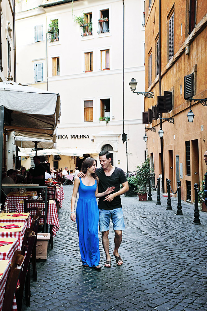rome_vacation_photographer_cobble-stone-alleys